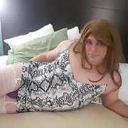 Sissy Tori, sexy sissy in bed