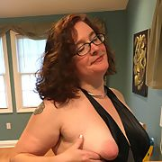 Married Woman Showing All Natural Tits