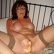 Mature fuck slut close-up of her playing