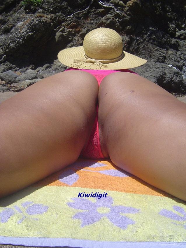 Kiwi girls flashing nude ass in public apologise