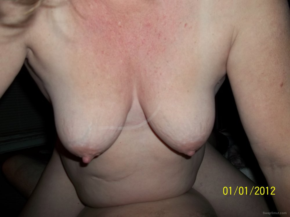 Wife howin off her big titties and nipples bbw amateur pics
