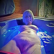 Hot tub amateur milf photo shoot