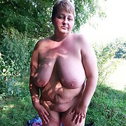 Welcome to Sexy Jo, gorgeous BBW cum-drinker and cock-sucker