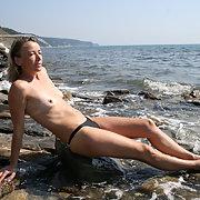 Подруга, красивое тело Позирует в разных местах nudist exhibitionist