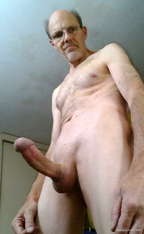 Exhibitionist Daddy Showing All