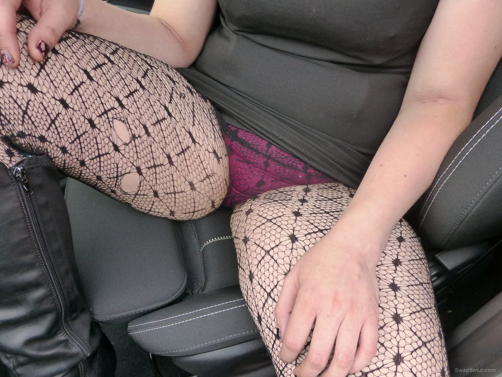 Having some fun in the car with this naughty young MILF
