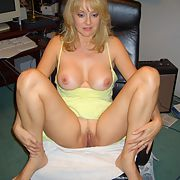 Amateur mature blonde exposes her assets p1