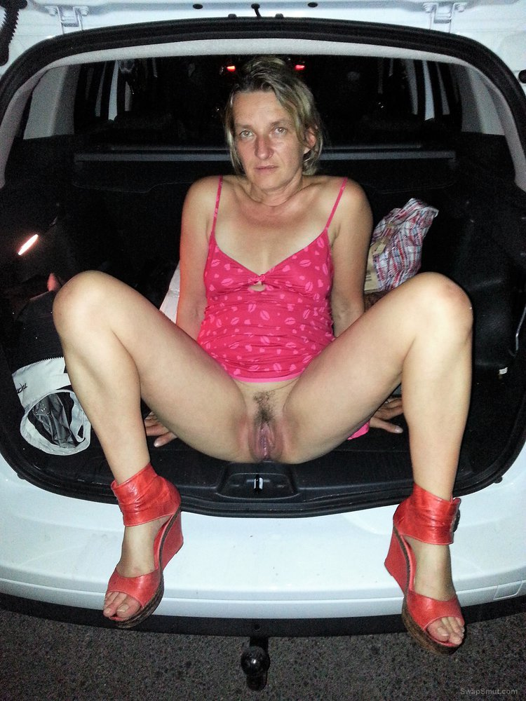 Amateur wife dogging