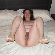 FAT WIFE PAULA SHOWING HER NAKED BODY