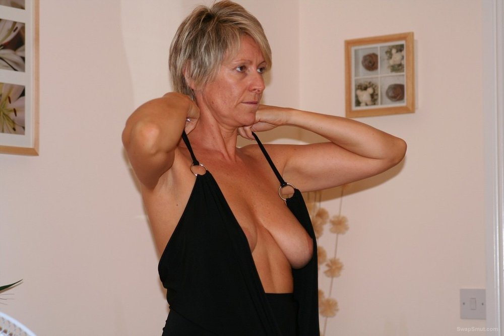 Horny Uk Blonde Milf Spread Her Gash Just For You Hot Milf Loves