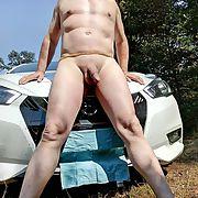 J'aime me faire prendre sur le capot de la voiture
