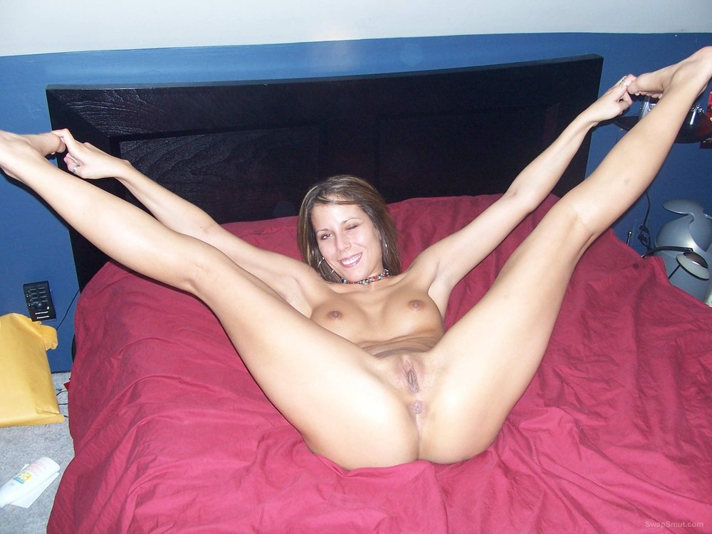 Sexy hot flexible wife spreading her legs, getting licked out and riding sex toy