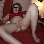 MakaMask hot shows on the bed pulling up top to reveal bare breast