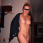 amateur babe standing in the nude
