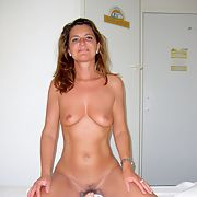 Amateur mature enjoying exhib in a hotel