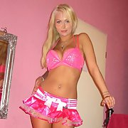 A stunning stripper in sunny RSA doing her thing hot babe