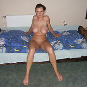 Gorgeous busty MILF exposes her yummy body p7
