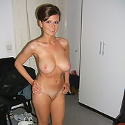 Gorgeous busty MILF exposes her yummy body p4