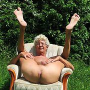 Norbert nackt ausgesetzt mit Arsch und Gesicht