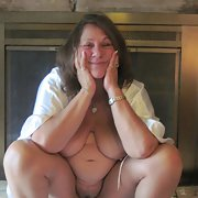 BBW mature slut Linda showing her snatch