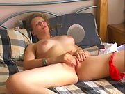 Big tit amateur girl fingering her sweet pussy in bed