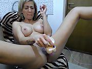 Amateur slut MILF rubbing her pussy for a webcam